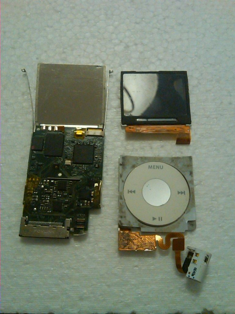 Picture of Broken 2GB Ipod Nano to Lego USB Flash Drive / Ipod Nano De 2gb Descompuesto a Memoria USB Lego