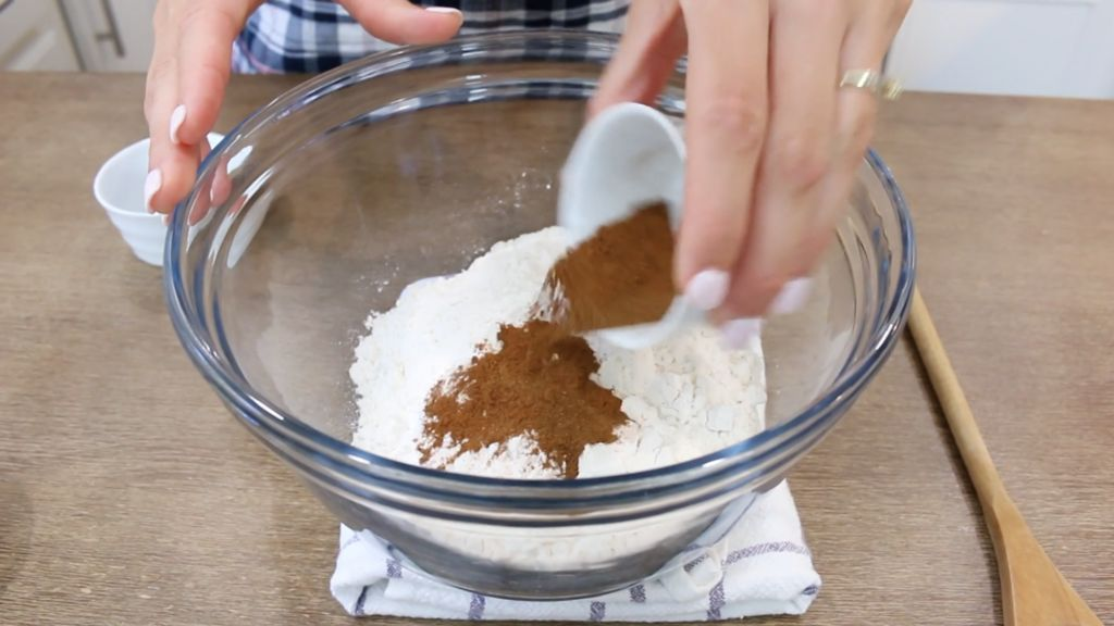 Image of Whisk Dry Ingredients