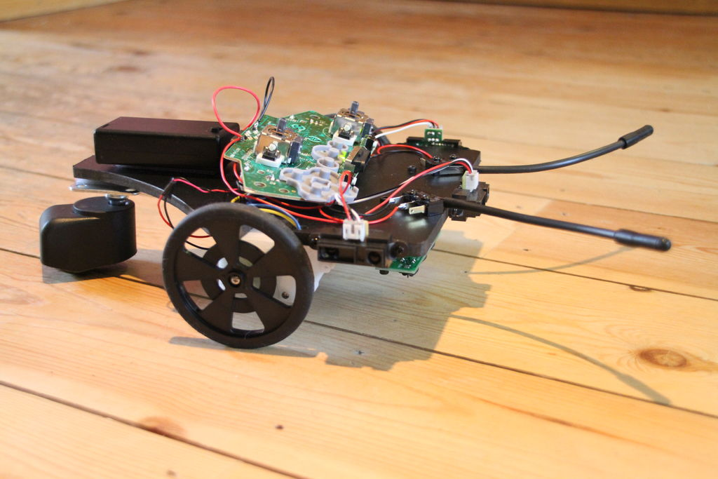 Picture of How to Hack a Wireless Xbox Controller to Make an Autonomous Robot!