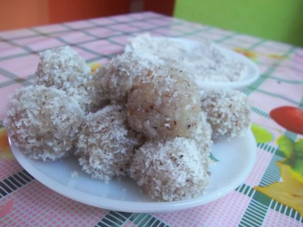 Picture of Coconut Laddoos!!