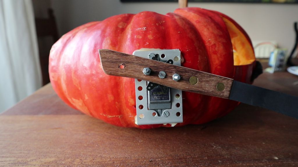 Picture of Servos With Knives