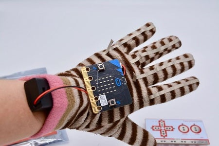 Make Conductive Fingertips With Conductive Fabric Tape