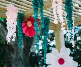 纸巾紫藤与奖金大型雏菊