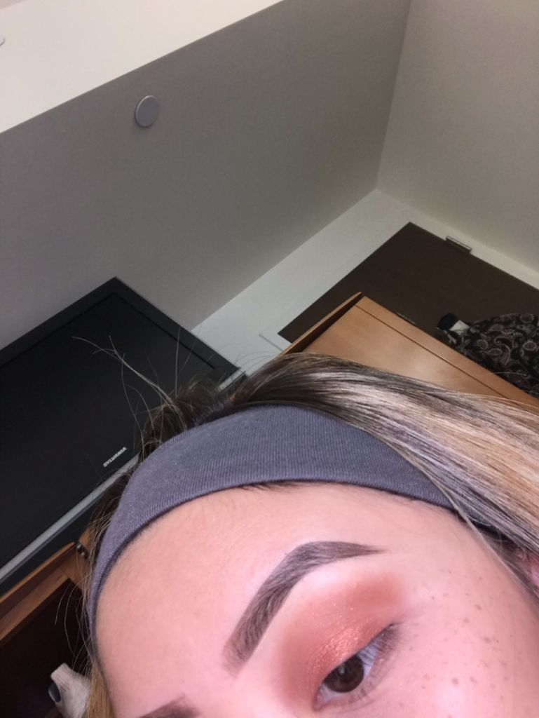 Picture of Add the Eyeshadow