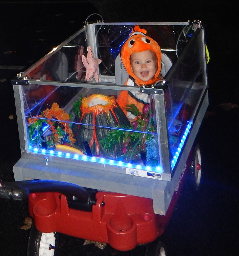 """Picture of """"Finding Nemo"""" Mobile Aquarium With Bubble Volcano & LEDs"""