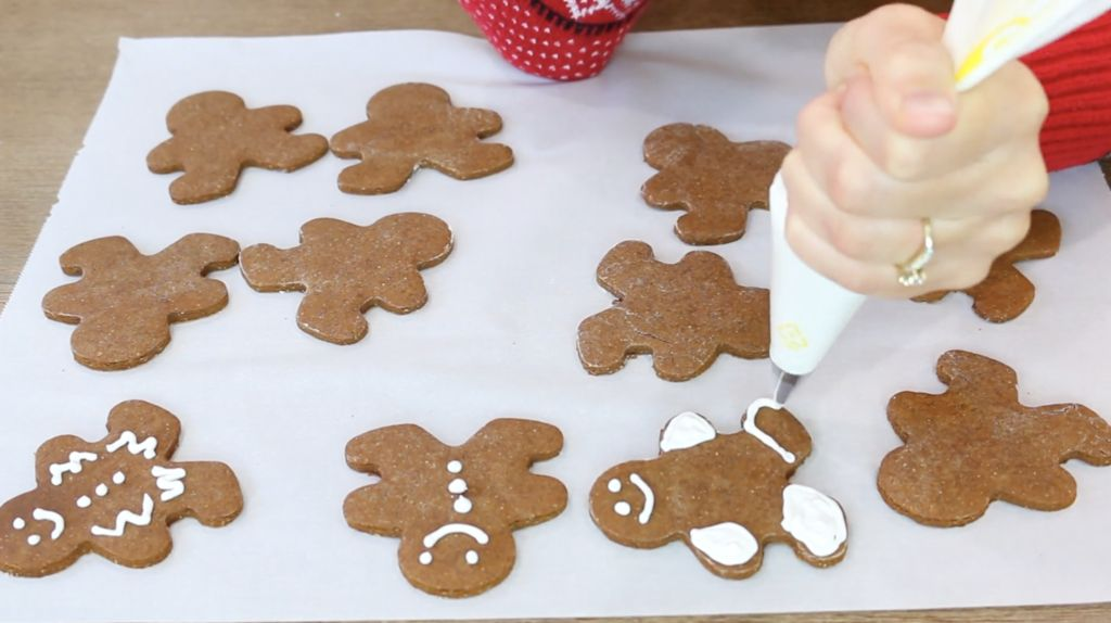 Picture of How to Make Royal Icing With Egg Whites