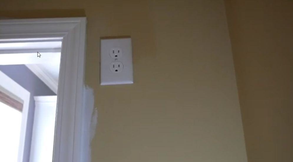 Picture of Attach Wires to Outlet