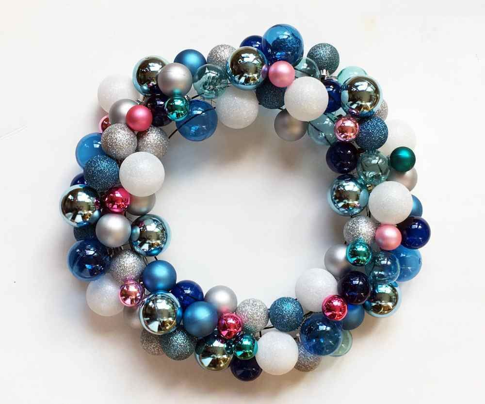 Picture of How to Make a DIY Christmas Wreath With Ball Ornaments