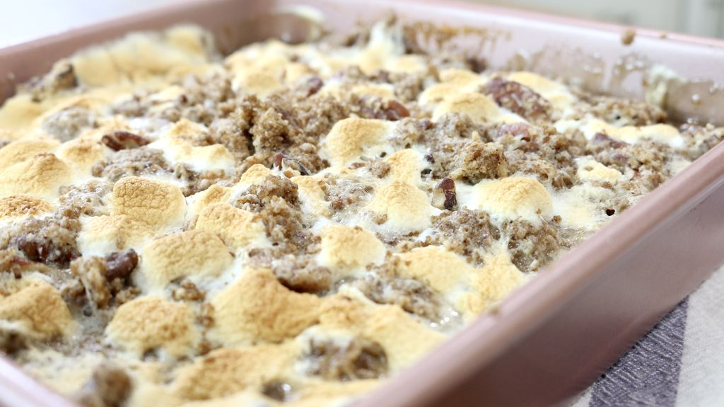 Picture of How to Make Sweet Potato Casserole With Marshmallows and Streusel Topping