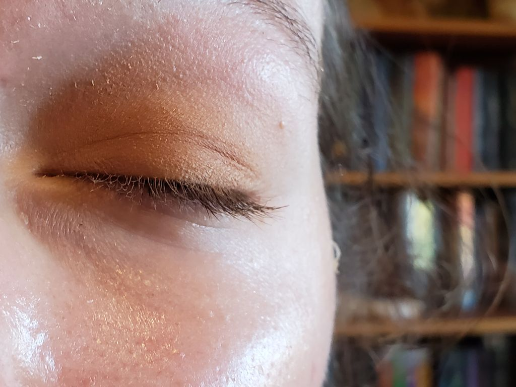 Picture of Apply Eyeshadow