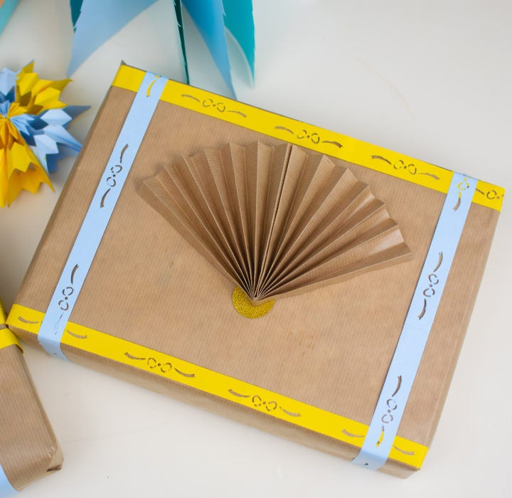 Picture of Awesome Ways to Wrap Presents Using Brown Paper