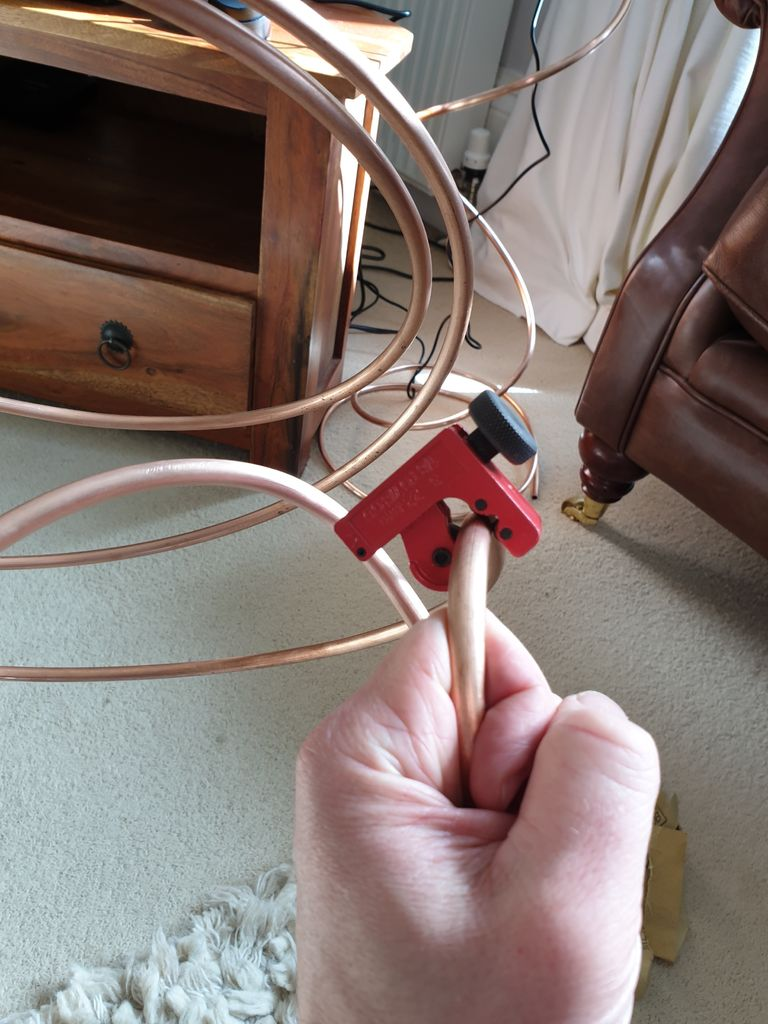 Picture of How to Use a Pipe Cutter to Cut Copper Tubing