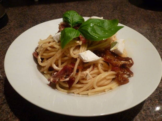 Spaghetti with Prosciutto, Dried Figs, and Goat Cheese 032.JPG