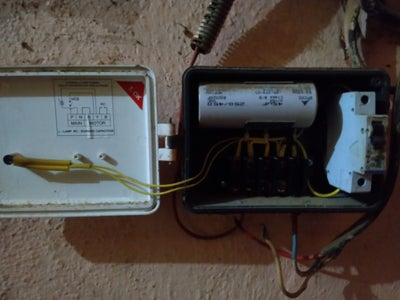 Connecting the 12volt Power Adapter to Motor Starter. (CAUTION RISK OF HIGH VOLTAGE)