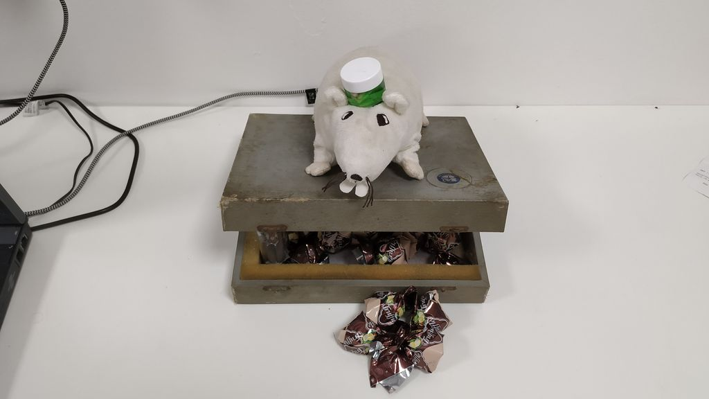 Picture of Interactive Candy Guard Rat