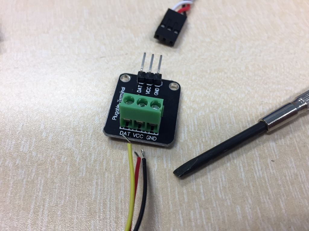 Picture of Connecting the Temperature Probe to the Module