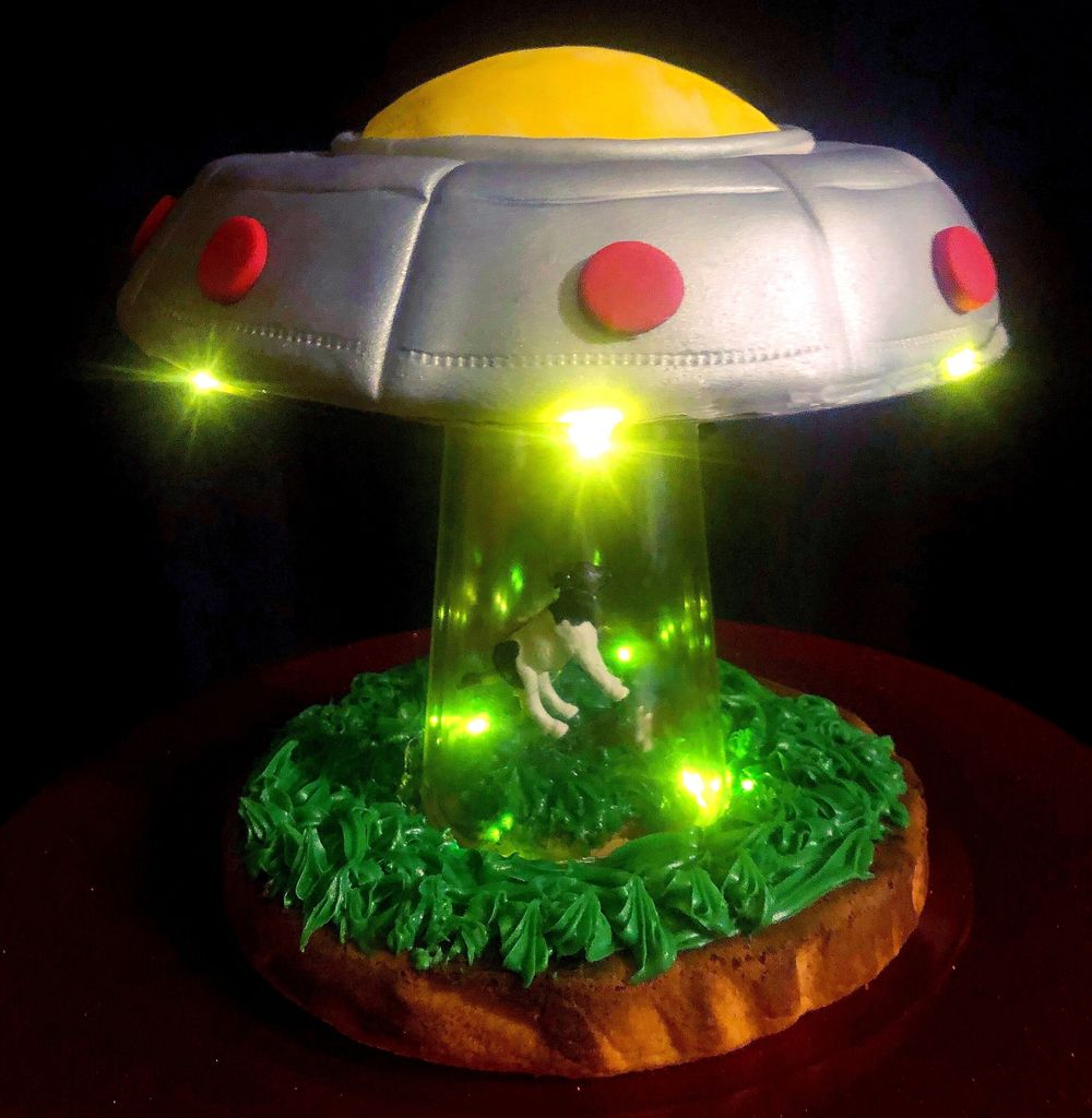 Picture of UFO Cow Abduction Cake