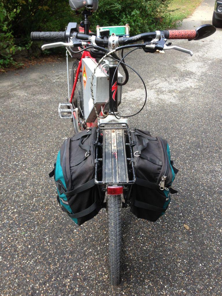 通勤者电动自行车的照片