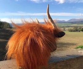 用木工车床上的废料制成的苏格兰高地母牛