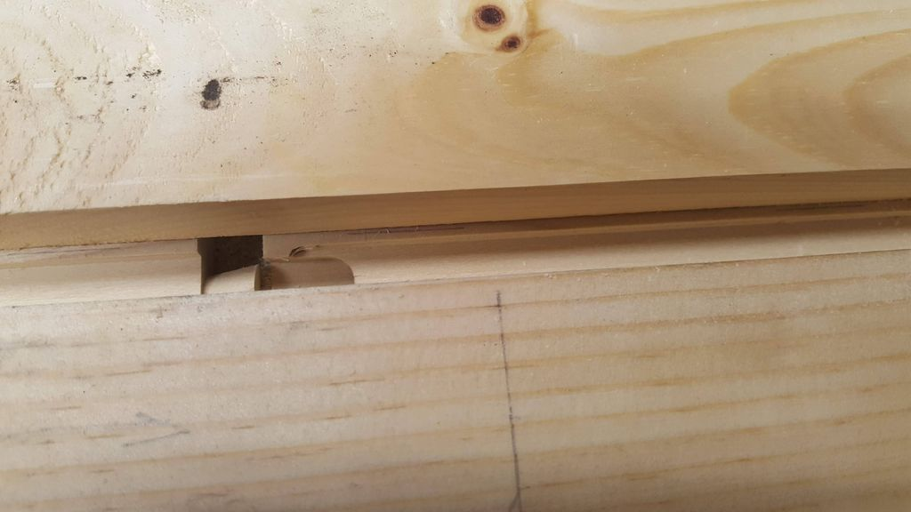 Picture of Cut Groove for Knife Separator