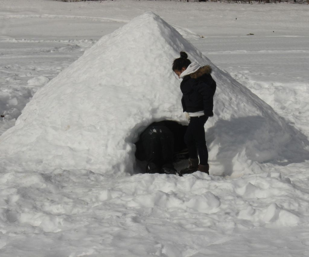 Let's Make a Snow Fort! - Building a Quinzhee