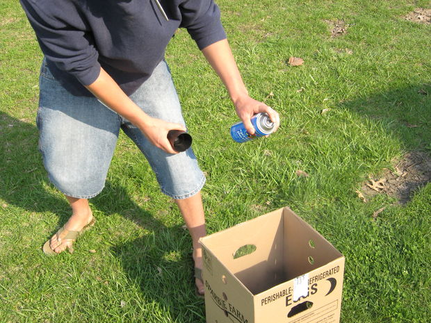 6spraypainting inside of small box3.JPG