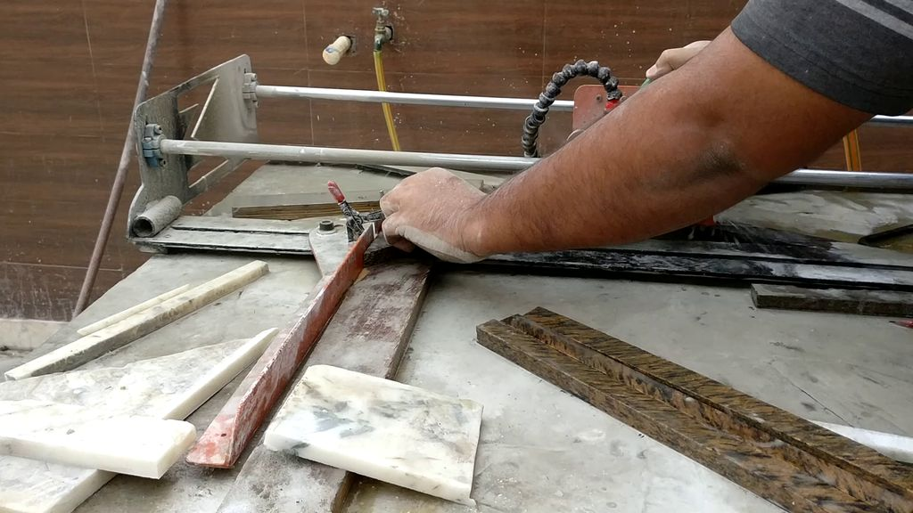 Picture of Cutting Down the Stone Pieces