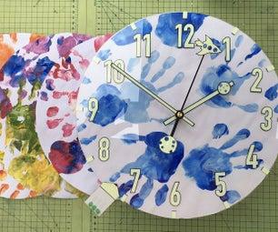 学步儿童的第一个时钟-与亮计时器