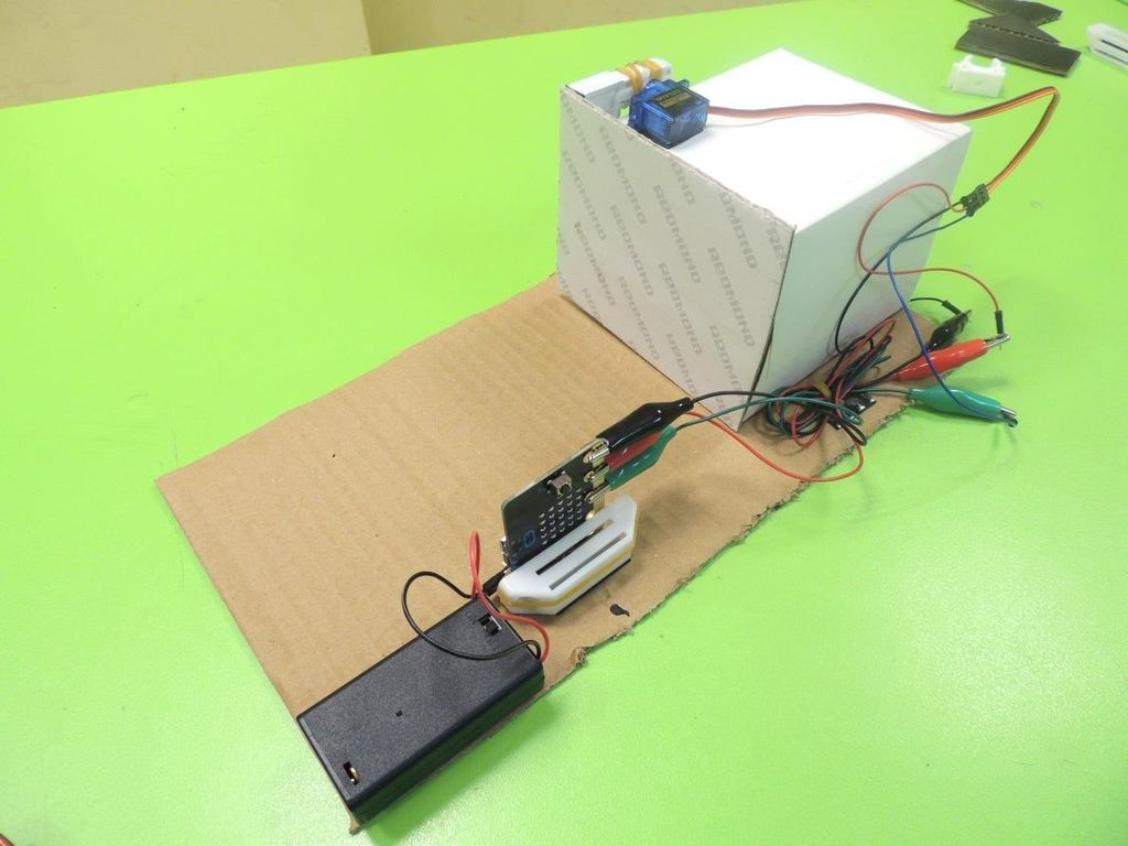 Picture of Wiring the Micro:bit With the Servo and Customization