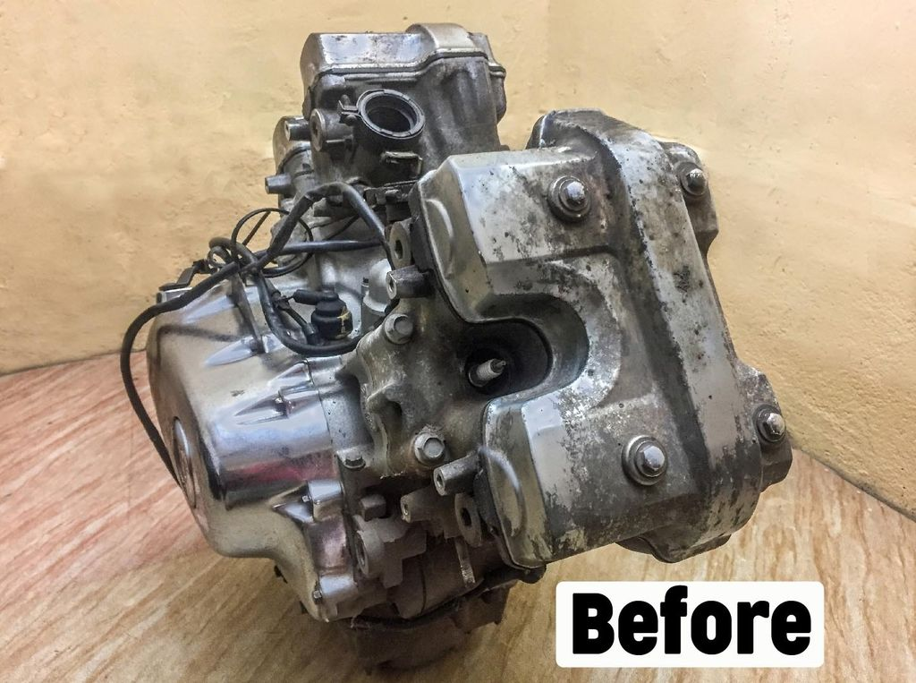 Picture of Engine Heads Buffing and Cooling Fins Painting Honda Magna VT250