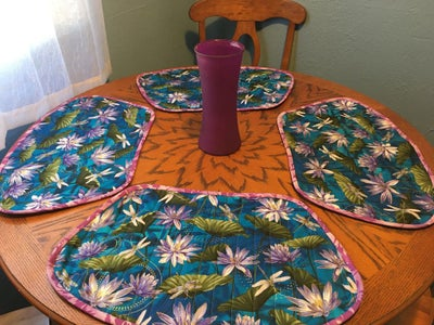 Table Runner and Place Mats