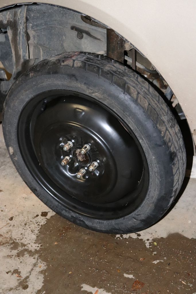 Picture of Replacing the Tire