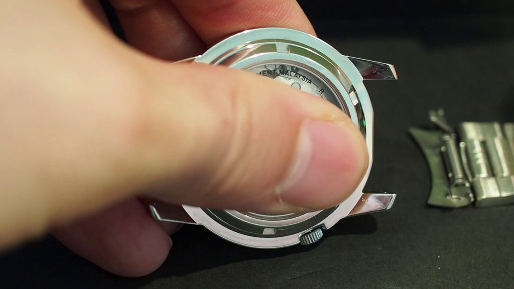 Picture of Disassembly: the Metal Bracelet