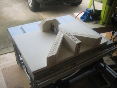 MITER SLED FOR SMALL TABLE SAW