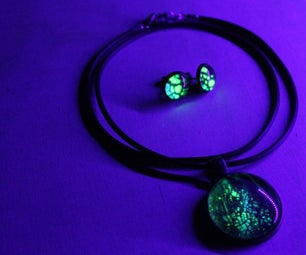 Acrylic Poured Jewelry That Reacts to Black Light !