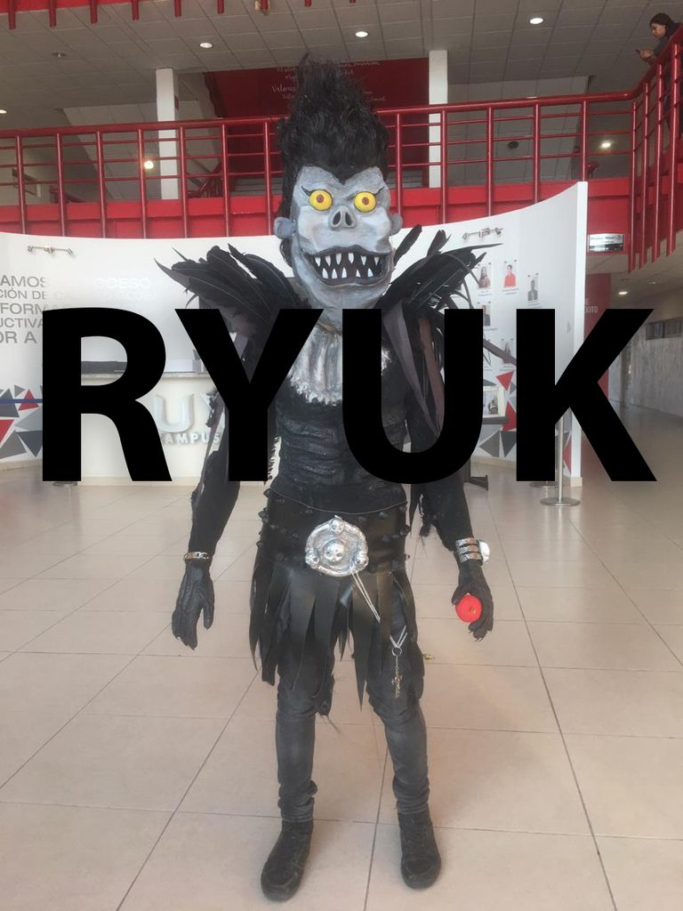 Ryuk Cosplay 6 Steps Instructables