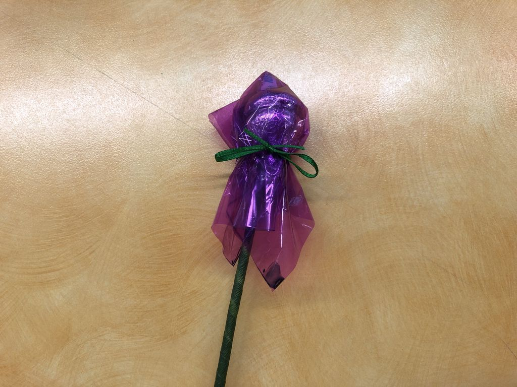 Picture of How to Make Hershey Kiss Flowers