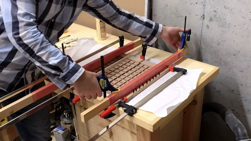 Picture of Glue on the Long Frame Pieces