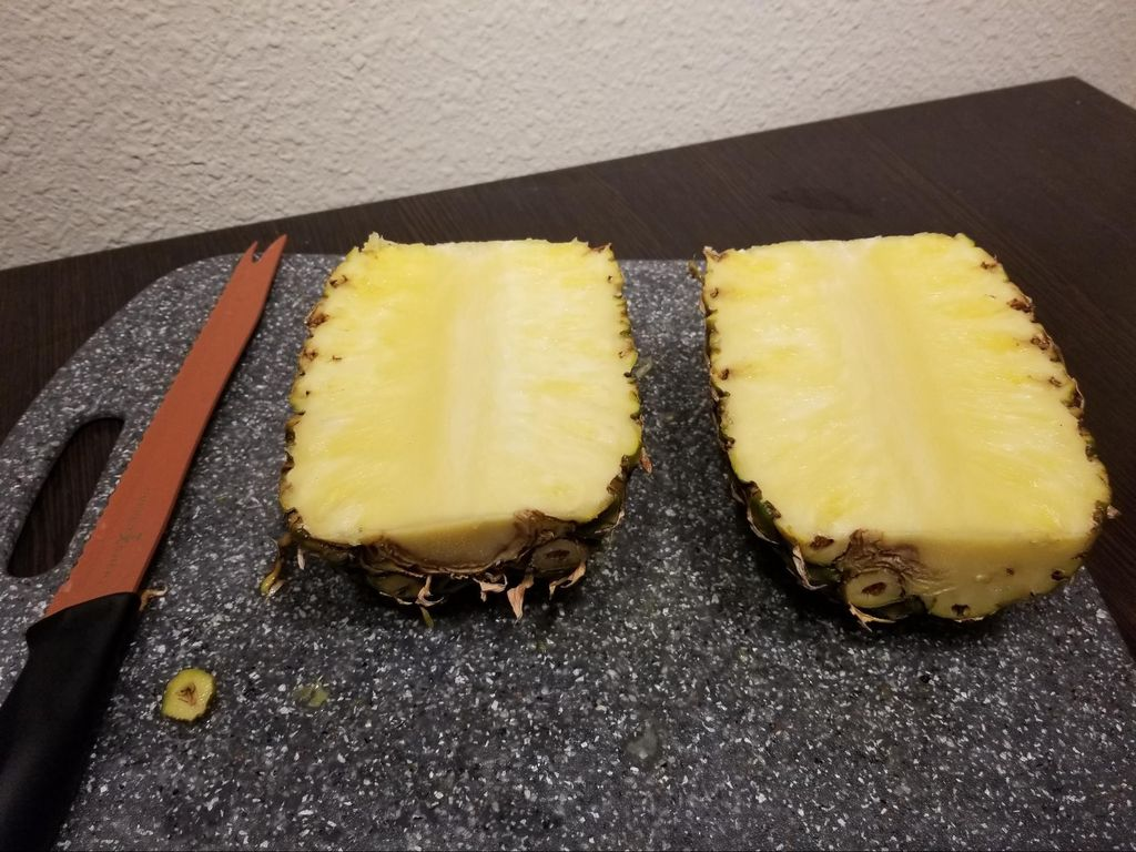 Picture of Cut Pineapple in Half