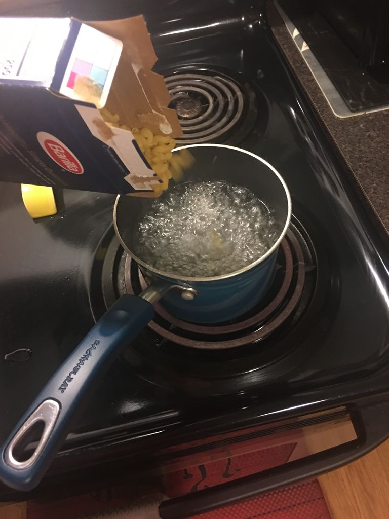 Picture of Pour Uncooked Pasta in Pot