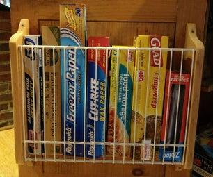 柜门内,厨房用金属丝架包裹组织者持有人