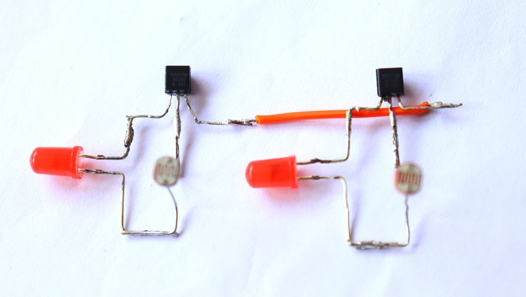 Picture of Connect Emmiter Pins of Both Transistors