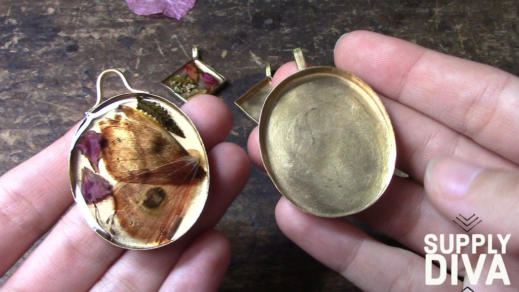 Picture of DIY Resin Pendant With Dried Flowers