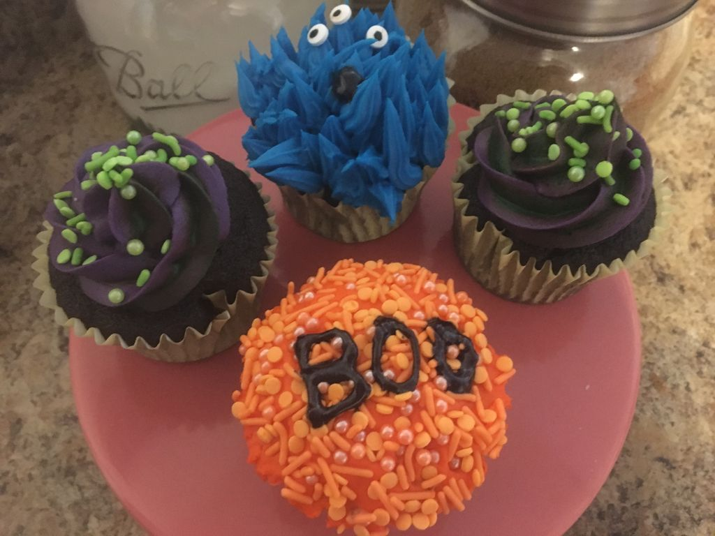Picture of How to Decorate Halloween Themed Cupcakes