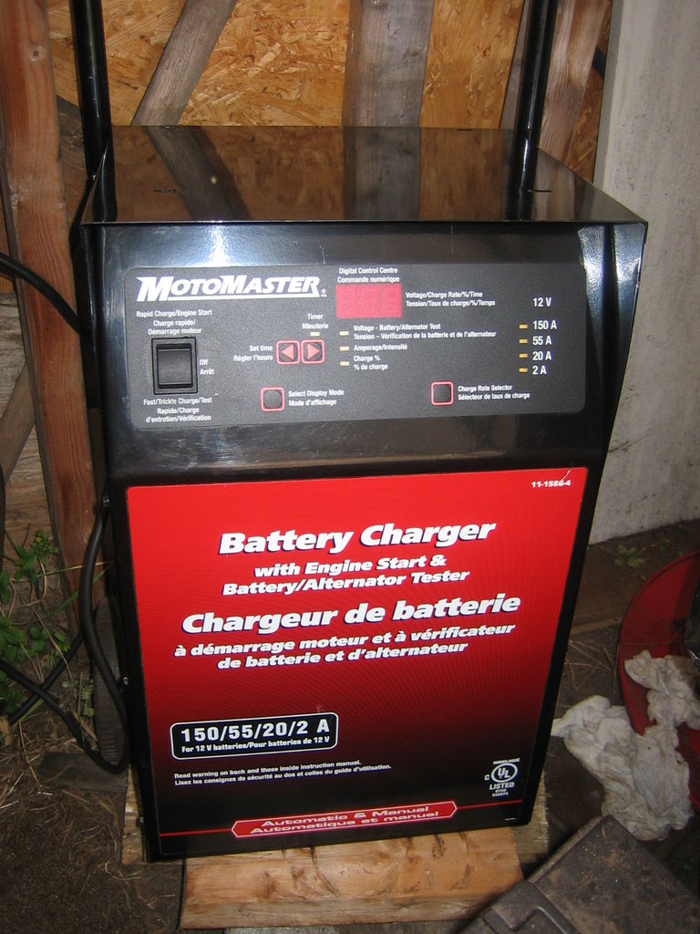 Picture of 150 Amp Motomaster Battery Charger Fan Controller Diagnosis and Repair