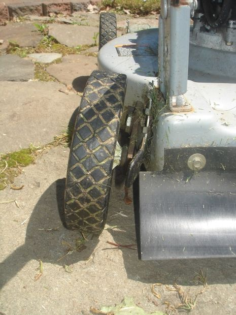 Picture of Repair a sagging or broken lawnmower wheel