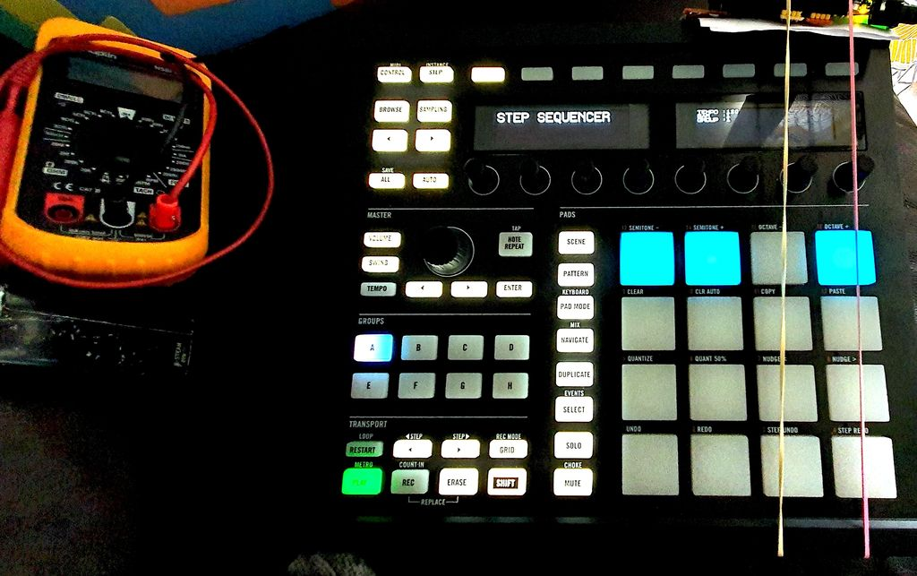 hx1 dm the upcycled arduino due powered diy drum machine made with a dead maschine mk2 4 steps. Black Bedroom Furniture Sets. Home Design Ideas