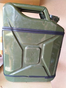 Jerrycan Assembly, Painting