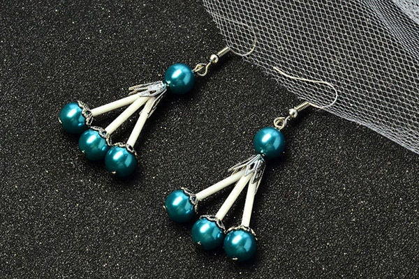 Picture of Beebeecraft Tutorials on Making a Pair of Pearl Earrings