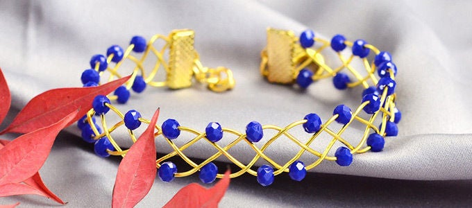 Picture of Beebeecraft Beginners Project – Making a Blue Winding Bracelet With Glass Beads